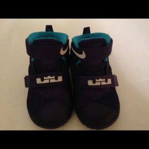 Nike Iebron sneakers purple and turquoise size 5
